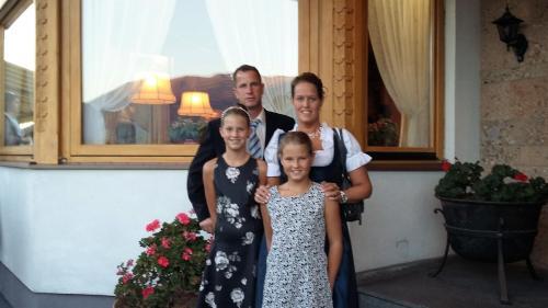 Alexandra Neunhaeuserer mit Familie