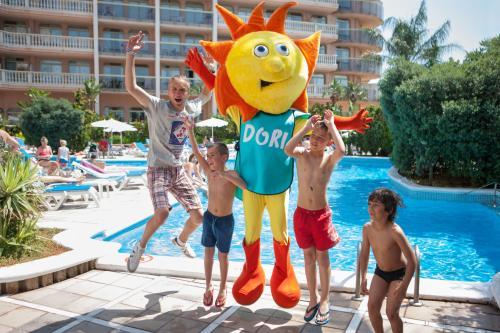 Hotel Mascot and children customers