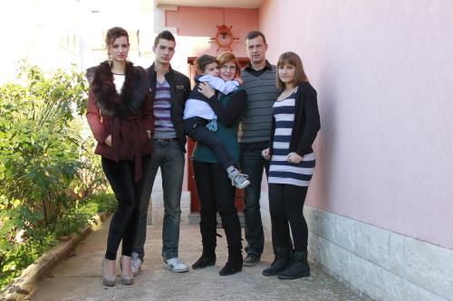 Obitelj Krečak, Barbara, Domagoj, Matej, Željana, Ivo i Iva