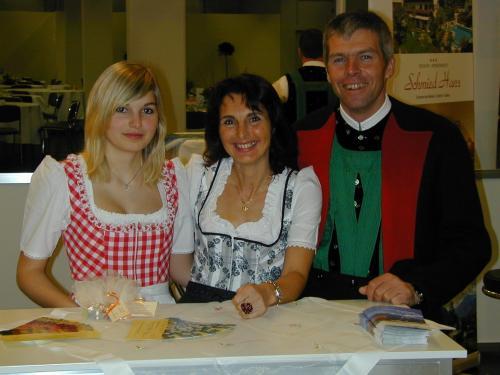Die Gastwirte Emmi und Franz Daprà mit Tochter Sophie