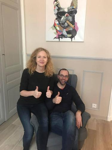 Cyrille et Caroline, propriétaires du gite