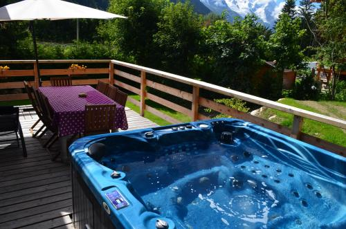 The Chalets Jacuzzi