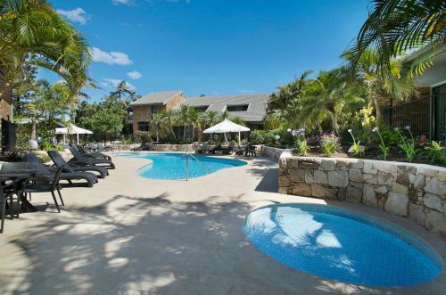 Glen Eden Beach Resort pool area