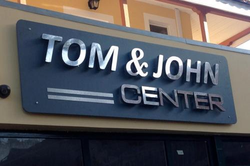 TOM & JOHN CENTER