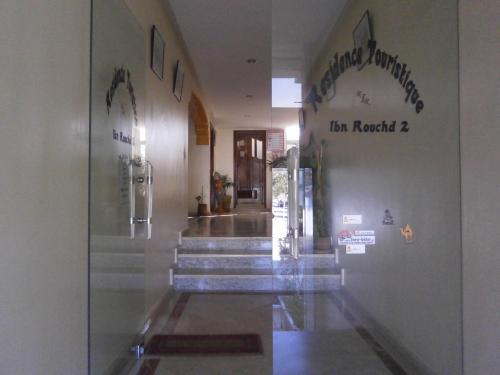 La entrada de la residencia