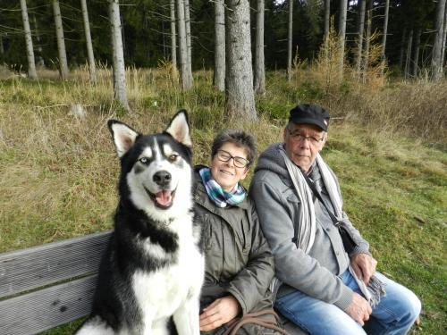 Juliane & Walter mit Hund Idefix