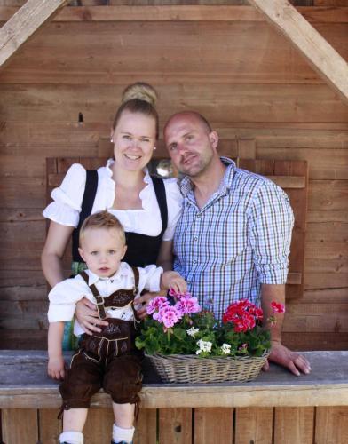 Christina und Christian mit Matteo und Kilian