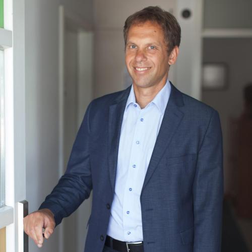 Uros, manager