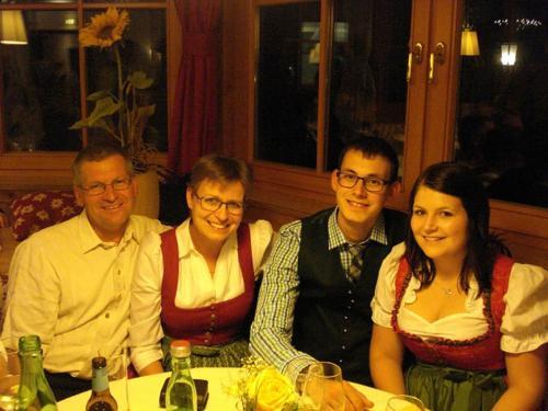 Johann und Andrea Pichler mit Andreas und Christine