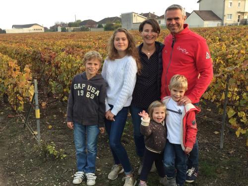 Sidonie, Vincent, Marie, Tom, Maxence et Julie
