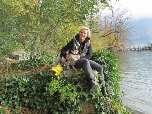 Heidi Hufnagl und Haushund Foxy