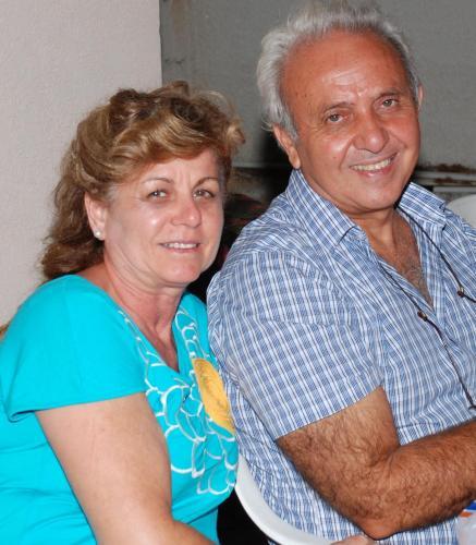 Ο ιδιοκτήτης με τη σύζυγό του.