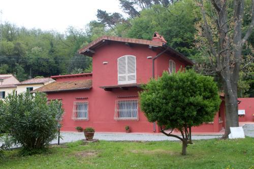 vista della residenza dal giardino privato