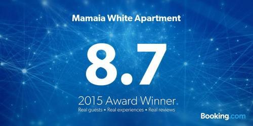 Mamaia White Apartment
